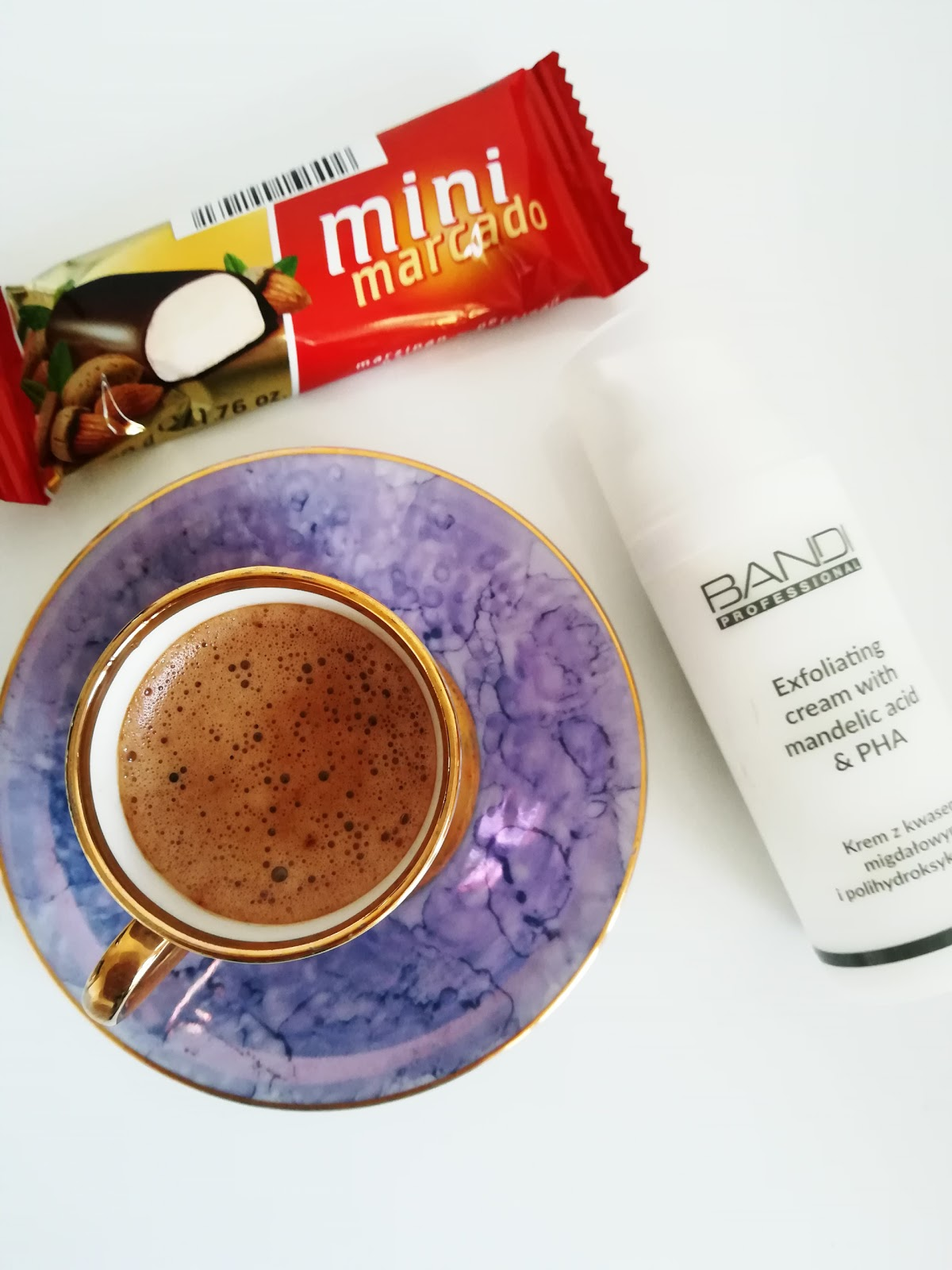 Krem z kwasem migdałowym i polihydroksykwasami - Bandi
