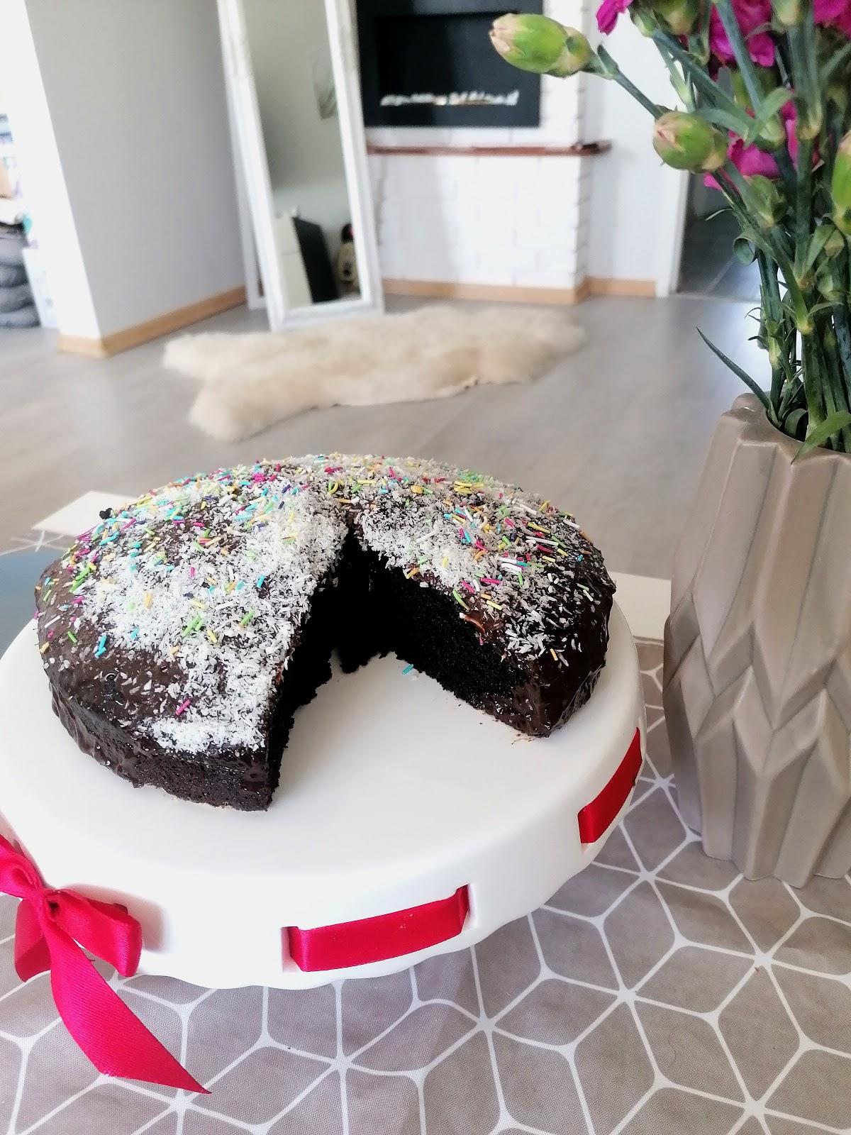 Wilgotne ciasto czekoladowe – łatwy przepis