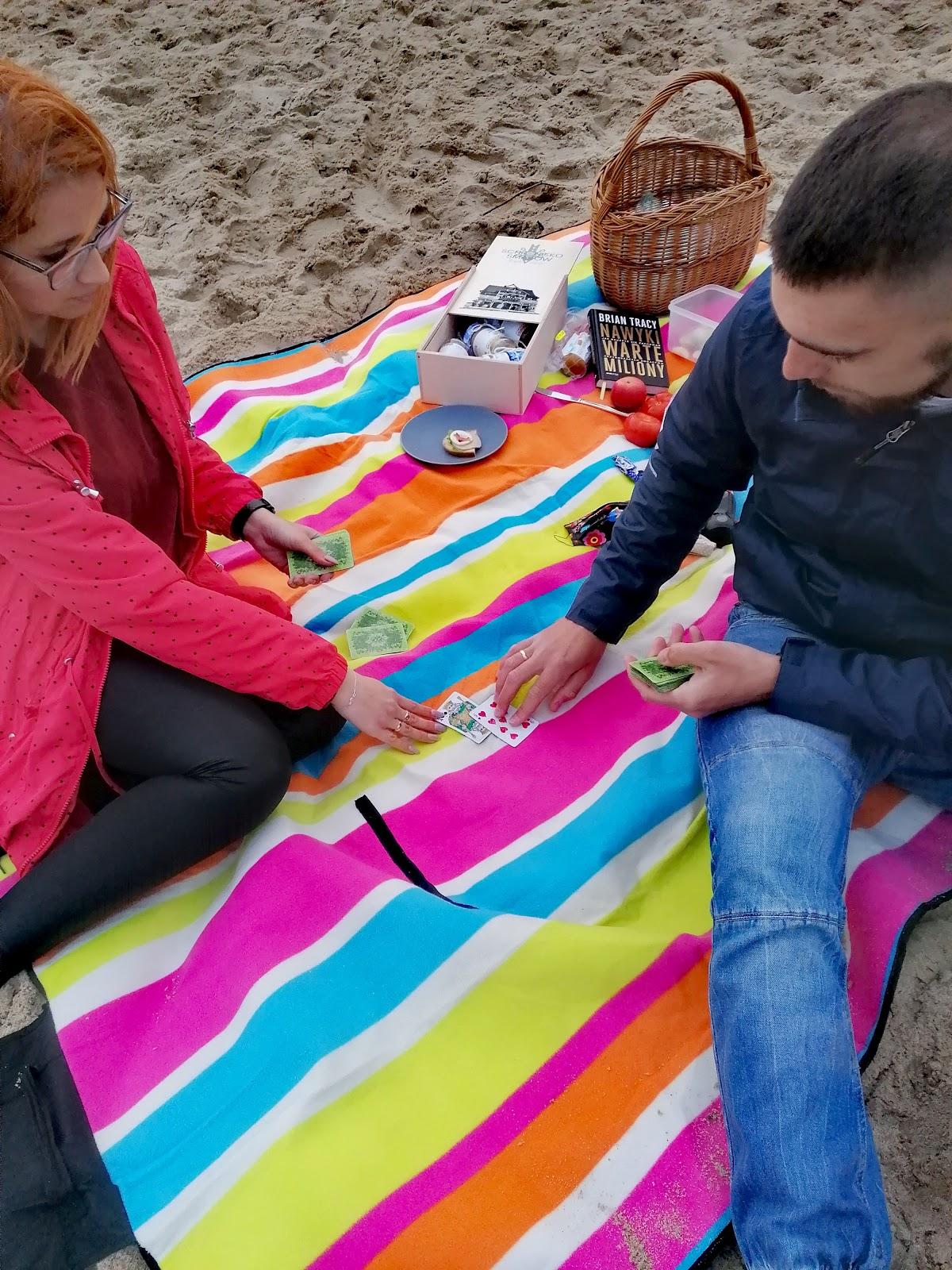 Majówka po swojemu - piknik we dwoje na plaży