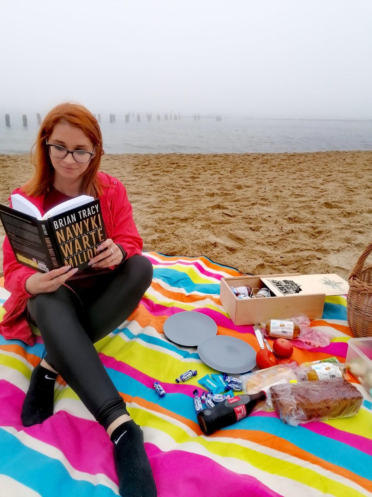 Majówka po swojemu – piknik we dwoje na plaży